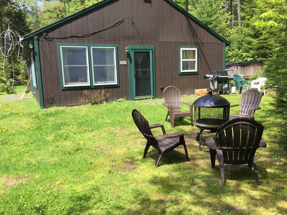 , Quiet, Pet Friendly Cottage Near Moosehead Lake!
