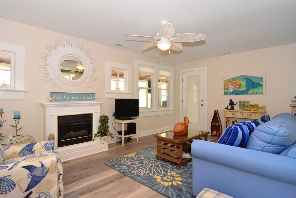 Living Room, Whole House UV Air Purifier-Waterfront -The Mermaid Cottage-  Pets Welcome