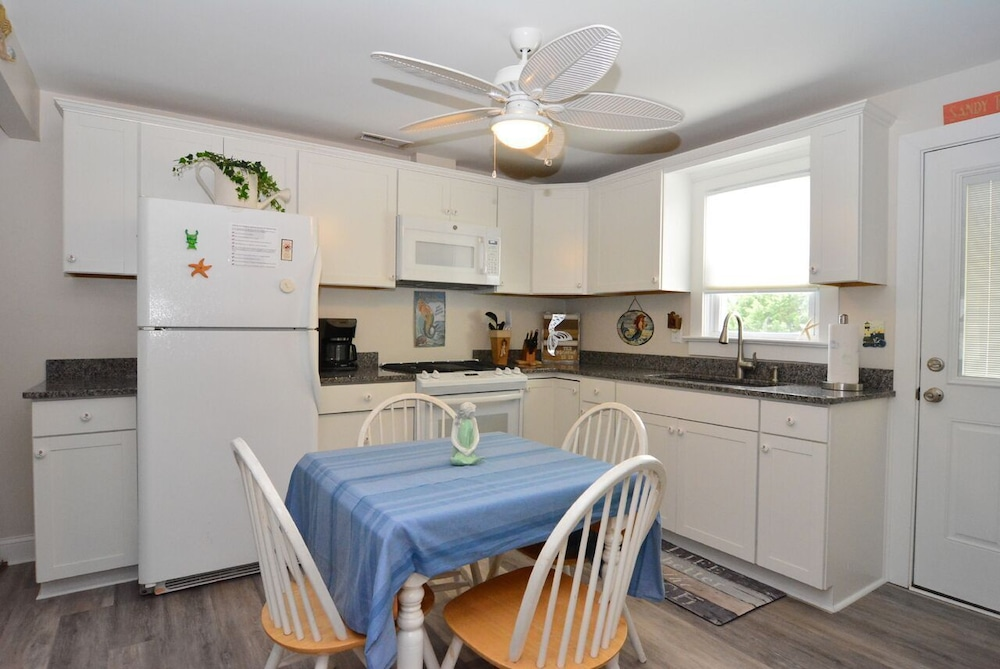 Private Kitchen, Whole House UV Air Purifier-Waterfront -The Mermaid Cottage-  Pets Welcome