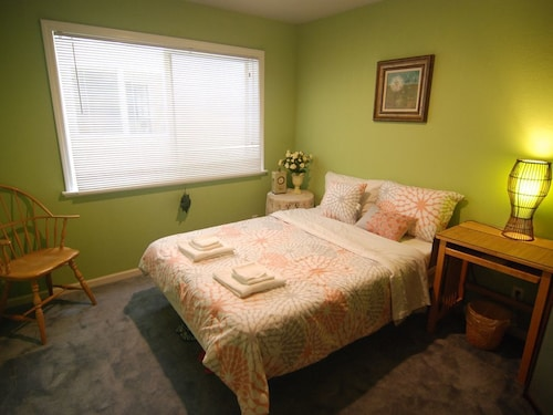 Great Place to stay [2a] Cozy Private Bedroom Near Daly City Bart/ Subway near Daly City