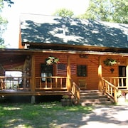 Authentic Log Cabin w/ Home Theater & Hot Tub, Near Lake W/mountain Views