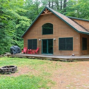 3 BR 2 BA Picture Perfect Cabin With a Private Dock