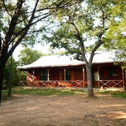 Trinity Trails: Lone Star Cabin in 6 Acres on Lake Aquilla