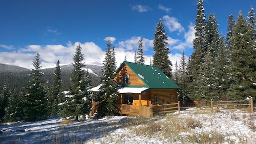 Secluded Log Cabin With Expansive Mountain Views Minutes to Fly Fishing, & 14ers