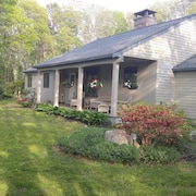 Close to Beach & Main St - Large Deck W/bbq - Private Yard