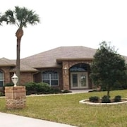 Deltona Private Oasis Awaits You! Only 30 Mins From Daytona Beach!!