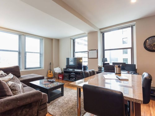 Great Place to stay Luxurious 2br/2ba in Loop near Chicago