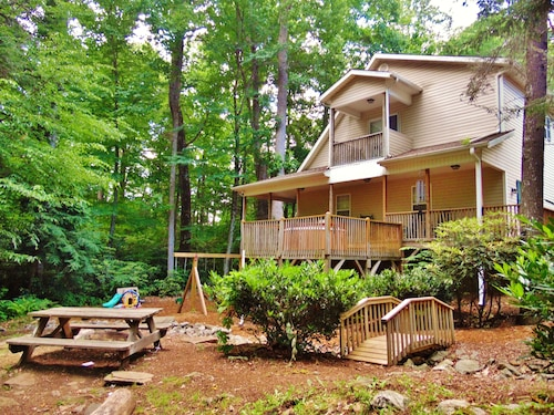 Creekside, EZ Access, Hot Tub, Playground, Firepit, Fireplace, Wifi, AC