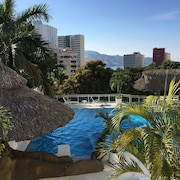 Spacious and Comfortable Condo Villa, With Great Location and bay Views