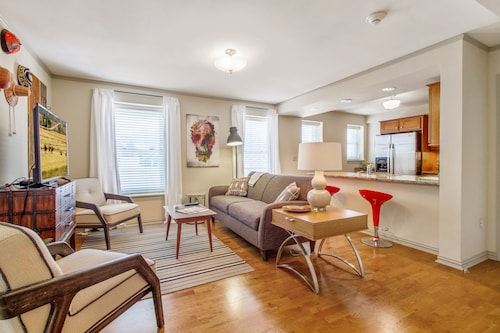 Check Expedia for Availability of Sunny Midtown 2bd/ba Central Location!