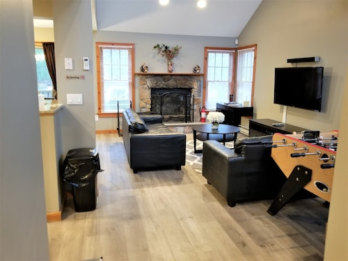 Poconos Townhome Ideal for Families, Couples and Total Relaxation