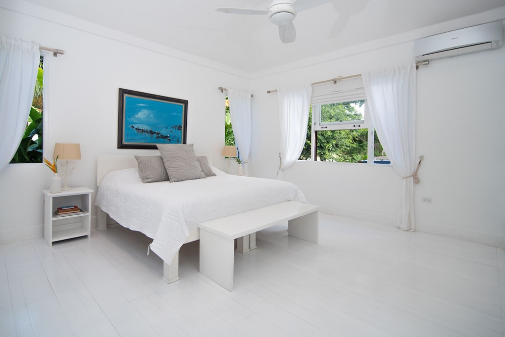 Room, Luxury Ocean Front Villa w/ Private Pool & Beach Cove Discounts 3&4 Room Rates