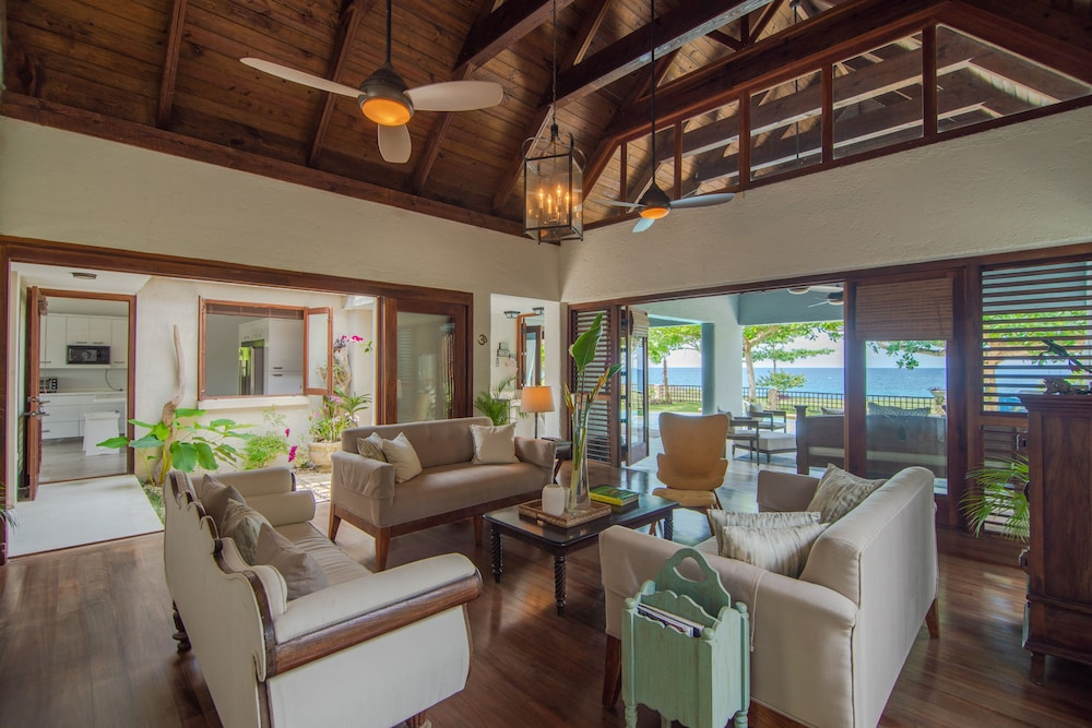Living Room, Luxury Ocean Front Villa w/ Private Pool & Beach Cove Discounts 3&4 Room Rates