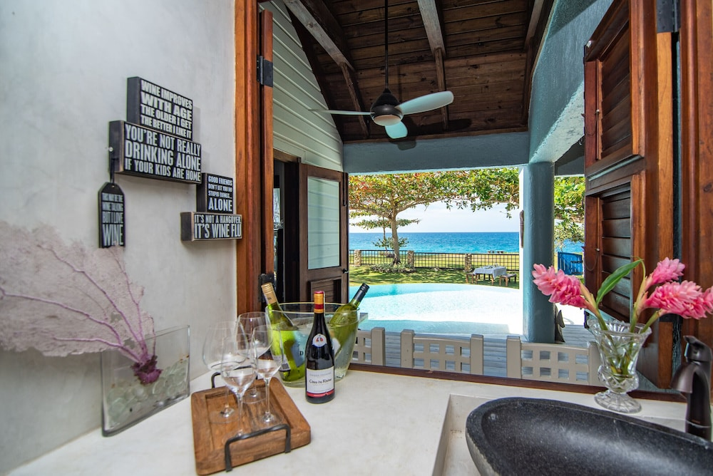 Pool, Luxury Ocean Front Villa w/ Private Pool & Beach Cove Discounts 3&4 Room Rates