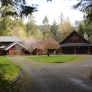 Two Beautiful Log Cabins Alongside the Sol Duc River!