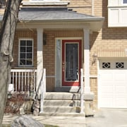 Modern Home in Woodbridge Vaughan 3 Bedroom 2.5 Washrm, 3 Parking, Kitchen