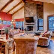 Lewis Ranch Lodge: True Ski-in/out Home, Private Hot Tub, Pool Table, Theater
