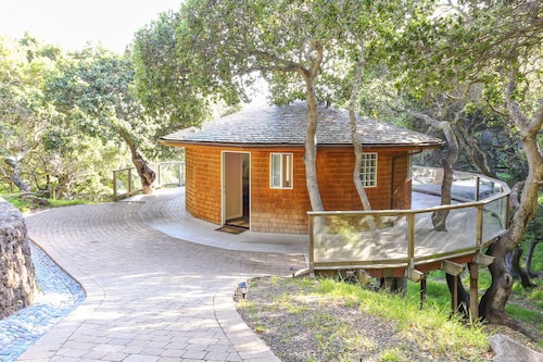 Beautiful, Secluded Bay View Cottage in the Trees