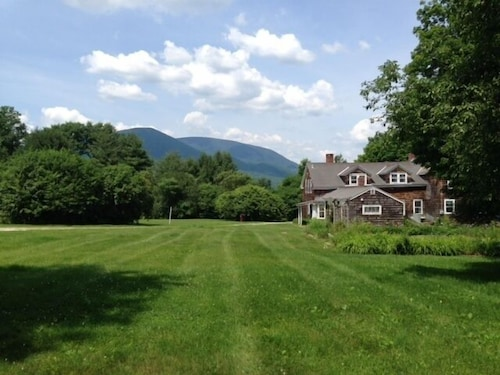 Historic 1780 Farm House With Mountain Views and 7 Bedrooms
