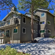 Lake Tahoe Views 3 Level Home w/ Private Hot Tub, Beach Access, Pool Table!