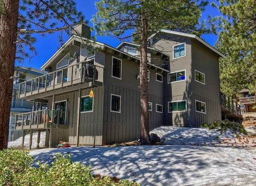 Lake Tahoe Views 3 Level Home w/ Private Hot Tub, Pool Table, Beach Access!