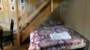 6 bedrooms, WiFi, linens