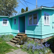 Lovingly Updated Detached Cottage In Walkable West Seattle Neighborhood