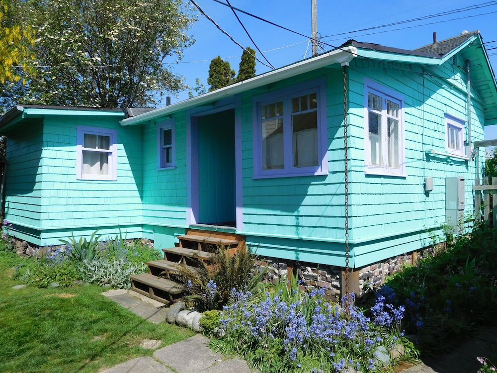 Featured Image, Lovingly Updated Detached Cottage In Walkable West Seattle Neighborhood