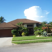 Beautiful Home,4 Bedroom, Heated Pool, Lanai, New Inside and Out, pet Friendly