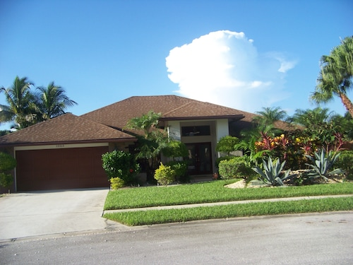 4 Bed Luxury House With Heated Pool Large Lanai pet Friendly 3500 sq Feet