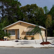 Dreamsicle Beach Cottage. Close to Beach. Pets. Wifi