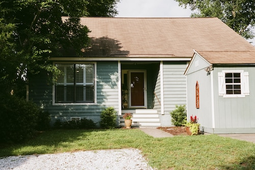 Charming 2/2 Cottage W/golf Cart in Lovely Mt P Old Village