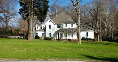 Grand Home 6br/3.5ba Sleeps 14. Near Coliseum,dntwn,grandover,aquatic,high Point