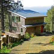 Green Flash Cabin. Miles of Forest & Ocean Views. Paradise Awaits You!