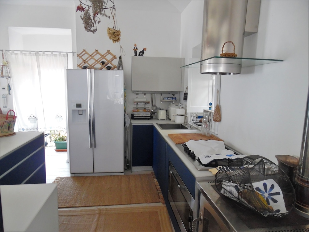 Private Kitchen, Wonderful House With Private Garden Immersed in the Park of Portofino