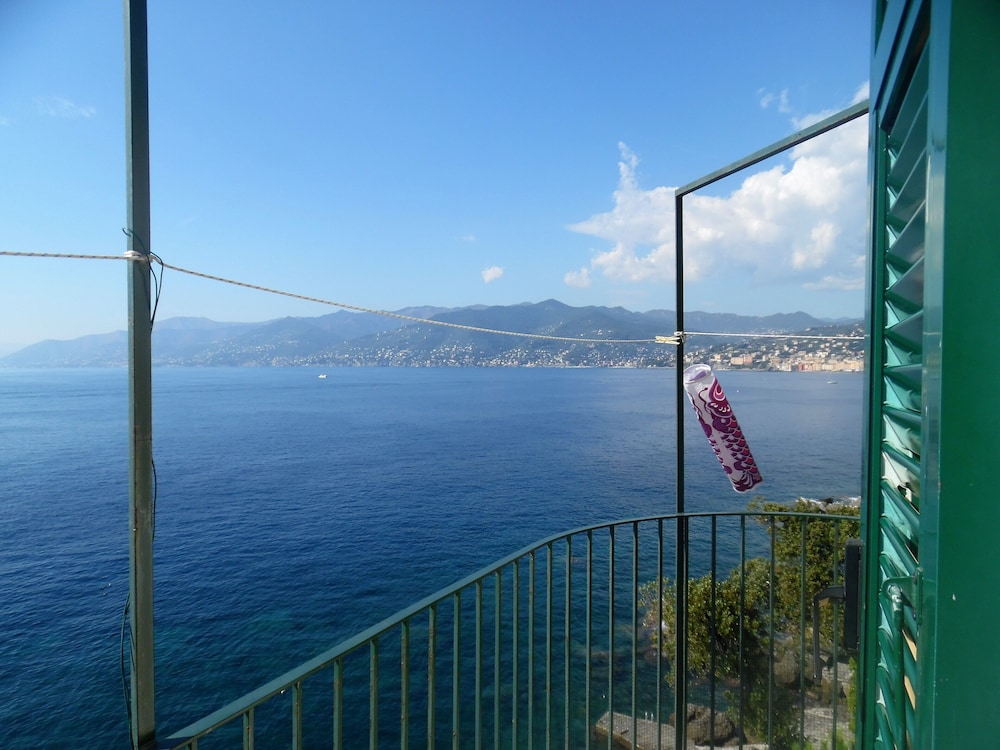 , Wonderful House With Private Garden Immersed in the Park of Portofino