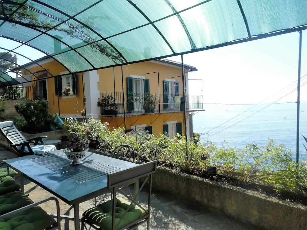 Balcony, Wonderful House With Private Garden Immersed in the Park of Portofino