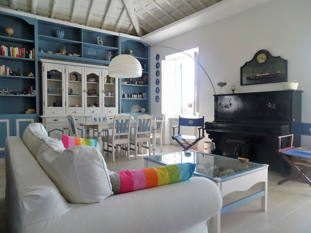 Living Room, Wonderful House With Private Garden Immersed in the Park of Portofino