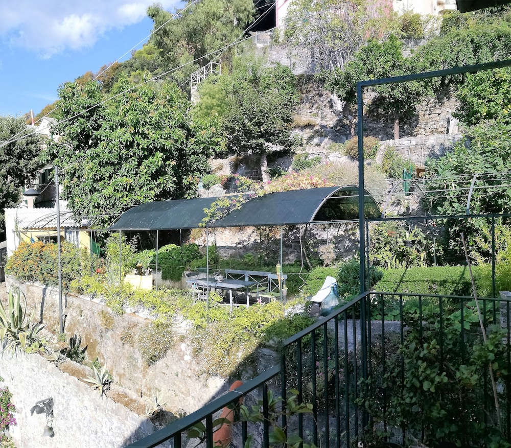 Property Grounds, Wonderful House With Private Garden Immersed in the Park of Portofino