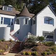 West Portal Studio, Peekaboo Ocean View and Convenient!
