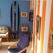 Charming Townhouse Steps From The Beach - Newly Updated Porch and Furniture!