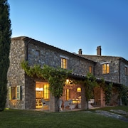 A Charming and Luxurious Country Villa at the Border of Tuscany and Umbria