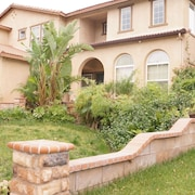 4 Bedroom/2.5 Bath Huge & Comfortable House In Safe Area!