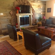 Little Pines 2br, Deck, Mntn Views, Fireplace, Wifi, Pets OK, A/c, Near Hiking
