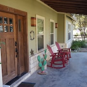 Dripping Springs Downtown Farmhouse Lodge - Amazing Retreat Close To Everything