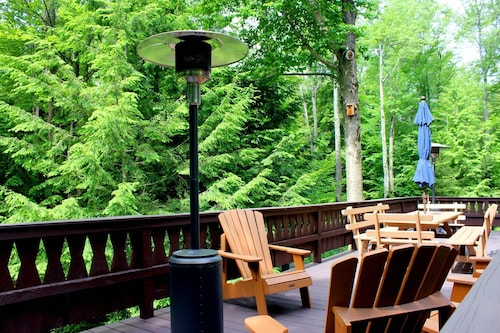 Top Rated Lake Naomi Chalet Close to Lake, Huge Deck, Fire Pit, Rowboat/kayaks