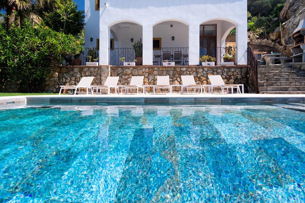 Gil En El Jacuzzi.Luxury Beach Villa Jacuzzi Private Pool Stunning Sea