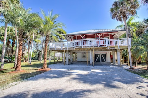 Waterfront Key West-style Secluded Home in North Fort Myers;