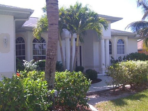 Beautiful Vacation Resort Style Home for Your Enjoyment