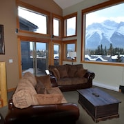 Cozy Loft in the Heart of Canmore With Best View of the Canadian Rockies